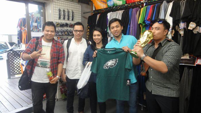 【新宿2号店】2014.05.27 インドネシアから観光でお店にも立ち寄ってくれました。インドネシアで盛んなスポーツ皆さんご存知でしょうか?正解は・・・・バトミントンでした!
