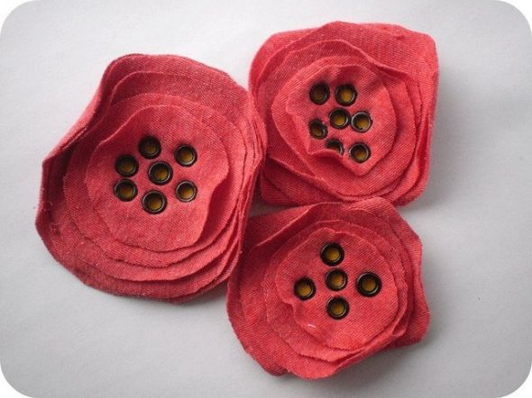 t shirt poppies - could add on a shirt - make into pins - cute