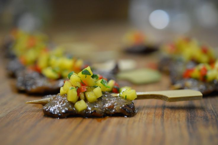Miami short ribs in a teriyaki marinade, garnished with red pepper and mango salsa. #catering #ellefood #torontocatering