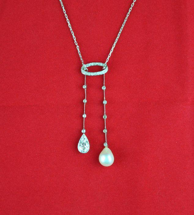 Start met bieden of verkopen op de Sieradenveiling (Art Nouveau / Art Deco) bij Catawiki. Op de veiling van deze week: Art Deco verlovingsring met diamanten en één Verneuil saffier - Anno 1920
