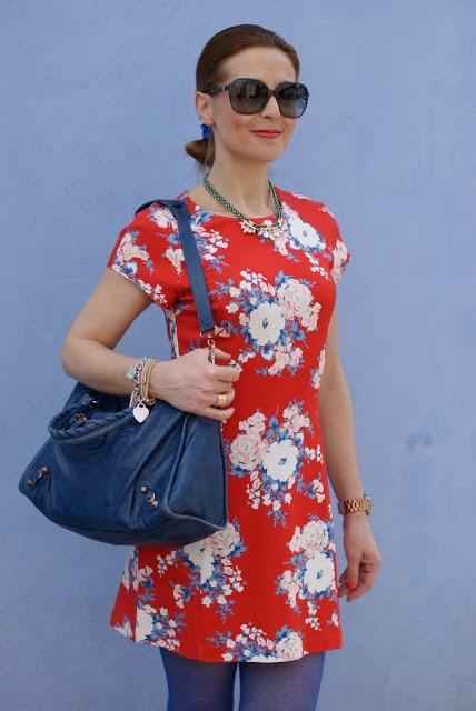 Rencontres flower dress, Balenciaga City cobalt blue, Fashion and Cookies