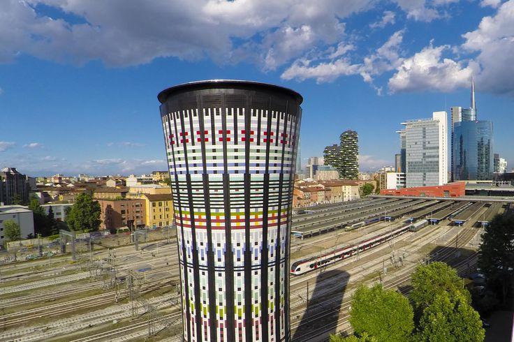 Inaugurata la #TorreArcobaleno in zona #PortaGaribaldi a Milano