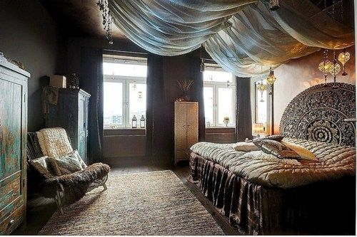LUV this draping effect on the ceiling...    Fabulous headboard too!
