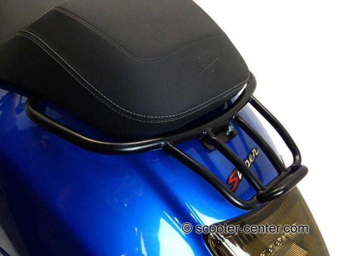 Gepäckträger hinten -MOTO NOSTRA, mit Soziushaltegriff- Vespa GT, GTL, GTV, GTS, GTS Super, GT60 - 125-200-250-300cc - schwarz seidenmatt - Modern VespaScooter Center Vespa, Lambretta und Automatik Roller Ersatzteile, Tuning und Zubehör günstig bestellen