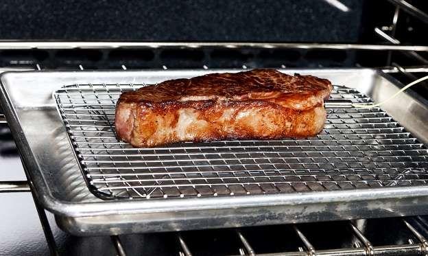 Una selección de recetas de los mejores chefs del mundo que preparan cortes finos de carne de una manera muy particular.
