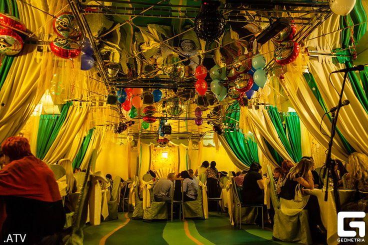 В середине рабочей недели, в среду, 9 октября, свой первый день рождения отмечало кафе «Жемчуг», дизайн которого выполнен в морской тематике с глубоким отсылом к пиратским традициям. #Жемчуг #кафе #репортаж #фотограф #АнтонТерентьев