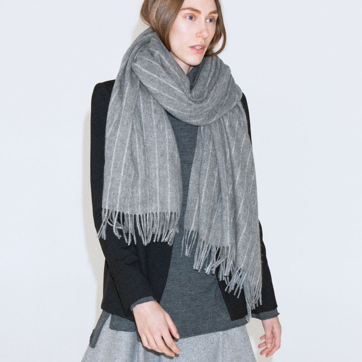 Ecstasy is a warm scarf in soft and brushed wool.