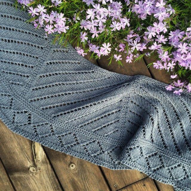 Fem flotte oppskrifter på sjal. Dersom du er glad i å strikke og samtidig stødig i engelsk, er nettsamfunnet Ravelry en gullgruve når behovet for inspirasjon melder seg.
