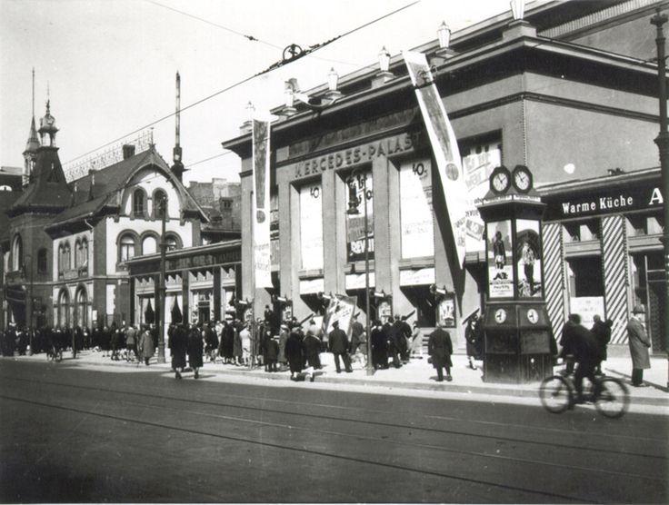 Das zu seiner Zeit größte Kino Europas: Der Mercedes-Palast in der Hermannstraße. Berlin, 1930. o.p.