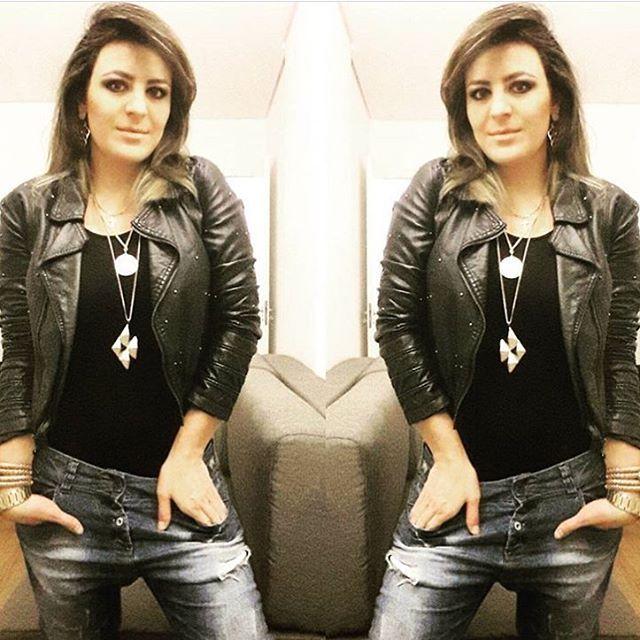⚠️ Na dúvida, a dupla JEANS + PRETO sempre funciona.  O que vai te deixar com estilo é  a escolha do modelo das peças.  O jeans pode ser: - Flare - Skinny - Boyfriend - Reto  A parte de cima pode ser: - Camisa de seda - T-shirt básica - Body - Regata básica - Blusa fluida  A sobreposição  pode ser: - Blazer - Jaqueta - Cardigan - Parka - Colete ➡️ http://www.osegredodoestilo.com  #lookoftheday #look #style #love #loveit #estilo #jeans #black #vogue #girl #karolstahr #osegredodoestilo