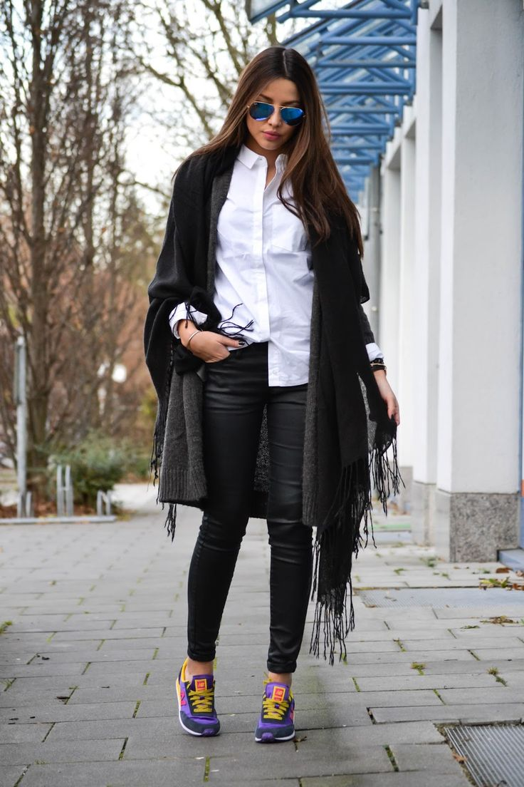 Oversized Scarf Trend: Consuelo Paloma is wearing a big scarf from H&M