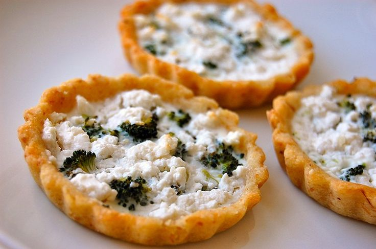 Broccoli Tarts: Crust=1/4 cup almond flour, 1 tsp flaxmeal, 2 Tbsp water. Filling=1/8 cup broccoli, feta and 1 egg white