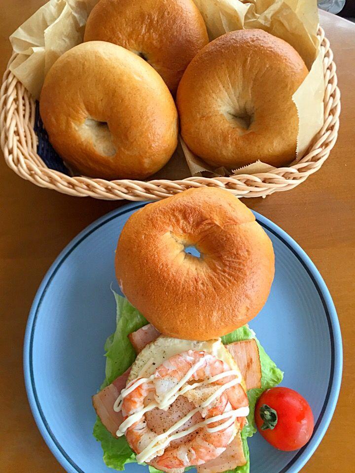Miki's dish photo 焼きたてベーグルであるものサンド http://snapdish.co #SnapDish #ベーグル #お昼ご飯 #サンドイッチ