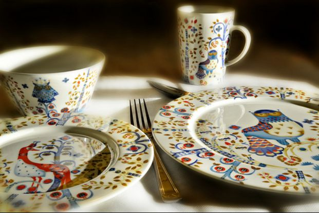 Taika Dinnerware Range this is the white,it can be mixed with the Blue or Red base, very stylish flora & fauna