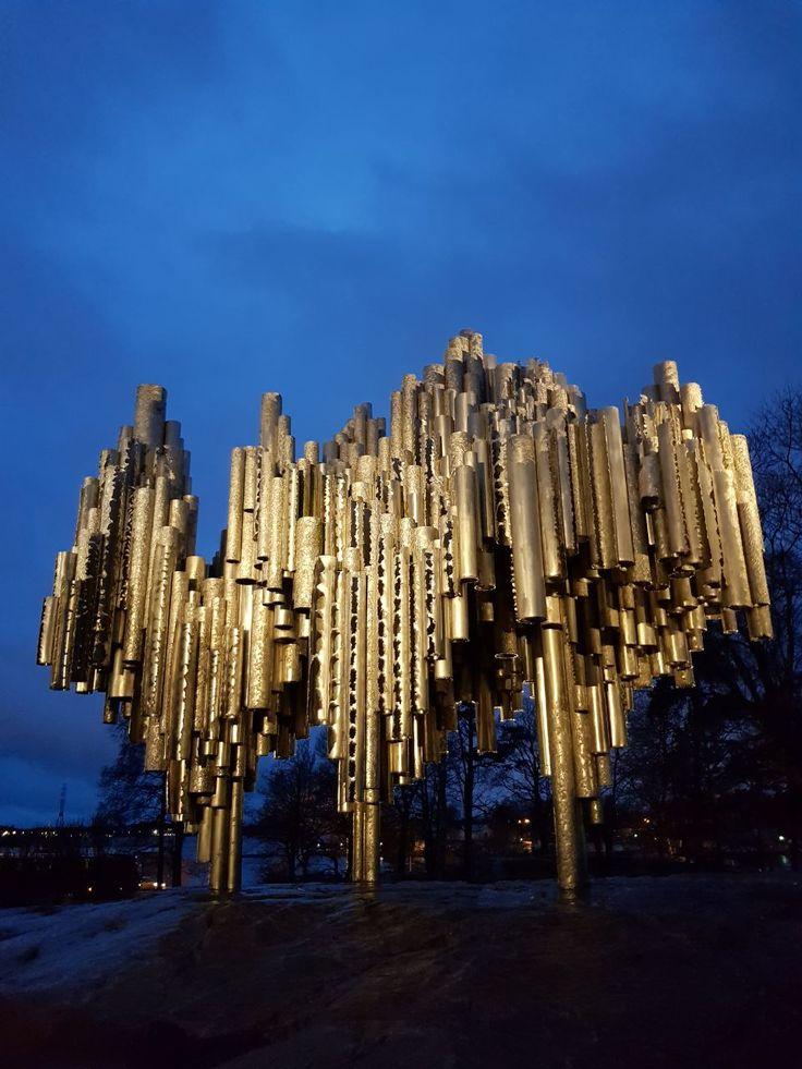 Monumen abstrak yang sangat menarik ini didedikasikan untuk composer terkenal Jean Sibelius.  photo by Marcell @vincent.marcell  Sibelius Monument, Helsinki, Finland