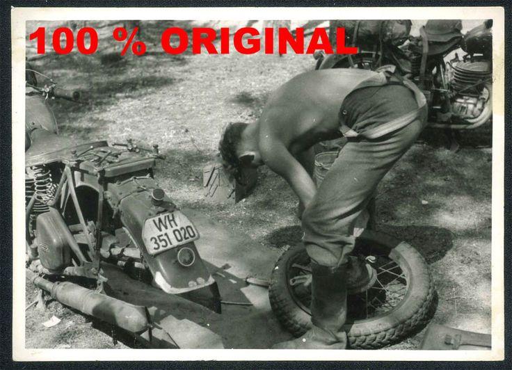 orig. WK2 TECHNIK FOTO - Motorrad - Krad - Zündapp - Reifenwechsel - Kennzeichen