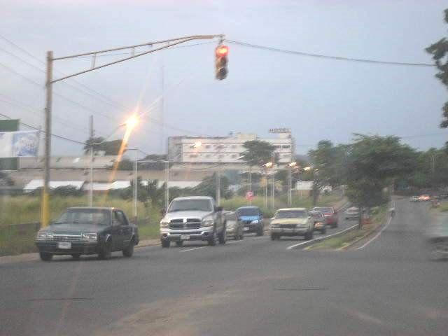 Bolívar, municipio Piar. Avenida Raúl Leoni Semáforo Sierra III, Upata, Bolívar.