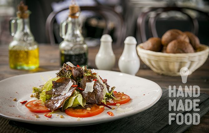 Салат из сыровяленой говядины! http://handmadefood.ru/recipes/salat-iz-syrovyalenoy-govyadiny