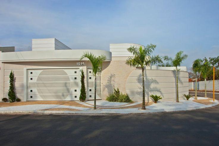 Busca imágenes de diseños de Casas estilo moderno de Designer de Interiores e Paisagista Iara Kílaris. Encuentra las mejores fotos para inspirarte y crear el hogar de tus sueños.