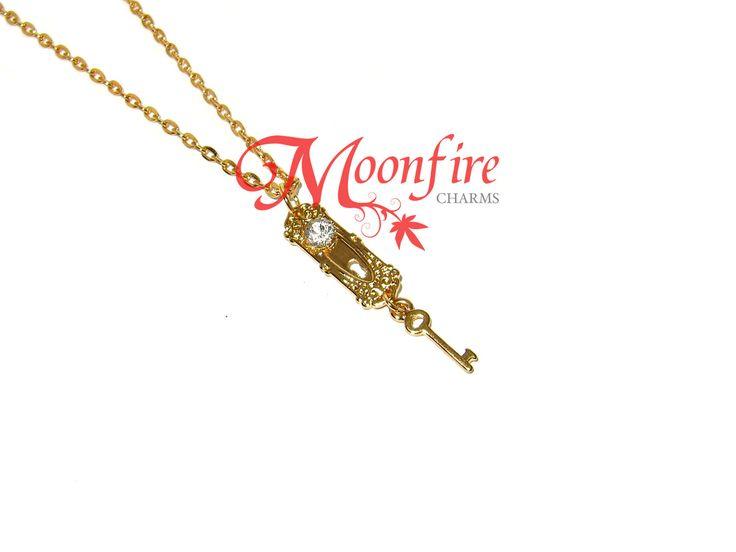 alice in wonderland golden doorknob and key necklace products pinterest schl ssel kette. Black Bedroom Furniture Sets. Home Design Ideas