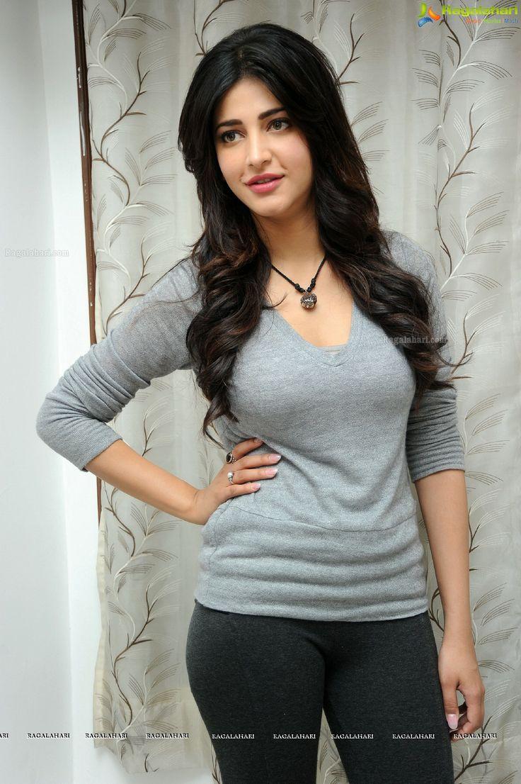 Bollywood Actress - Shruti Hassan In Tight Black Leggings -3790