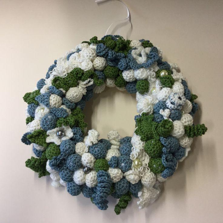 Crochet Christmas wreath with beads