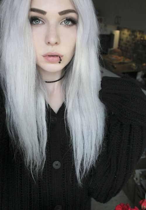 I like horseshoe lip rings