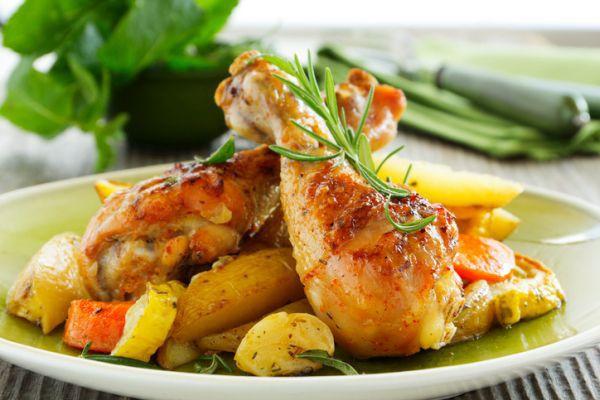 Cuisses de poulet au gingembre avec Thermomix, une recette facile et simple à réaliser, à servir pour un dîner avec en accompagnement des légumes sautés.