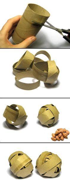 Idée de jouets pour #perroquets avec du papier toilette.