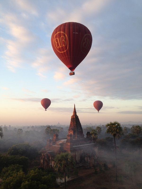 ミャンマー、バガンでは気球が飛んで綺麗。ミャンマー 旅行・観光のおすすめスポット!