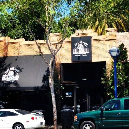 Glitterati Private Tours: Don't Tell Mama cabaret piano bar in West Hollywood. http://glitteratitours.com/tours/