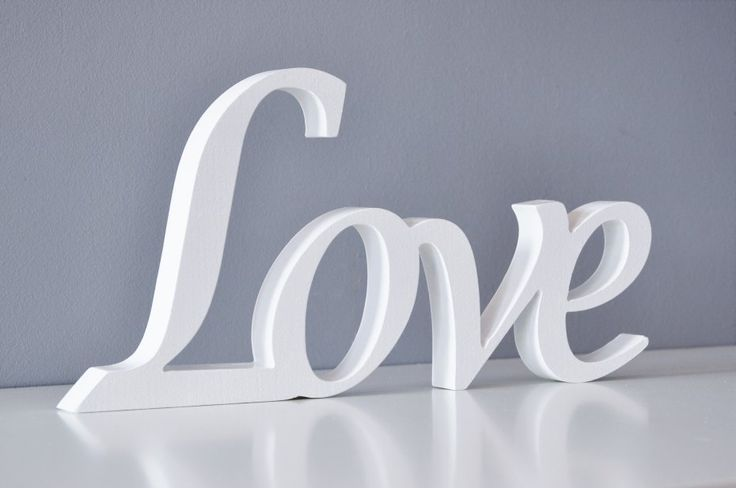 """Drewniany napis """"Love"""", biały"""