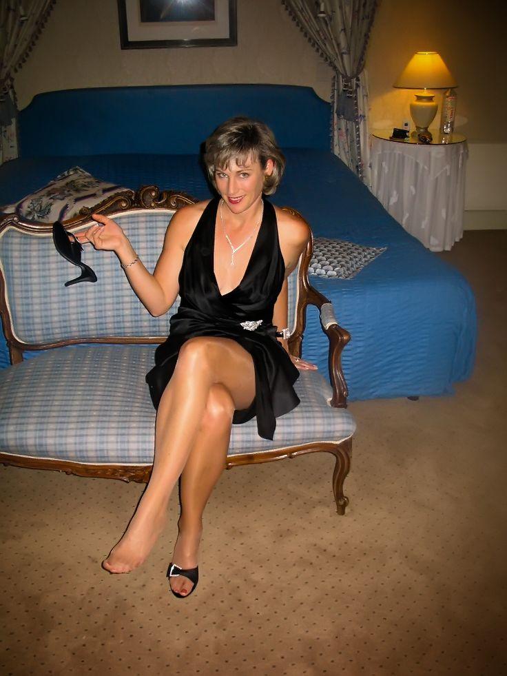Milf And Mature Nylon Feet  Photo  Crossed Legs For Me -2940