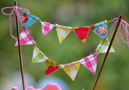 Gingham bunting cake topper.