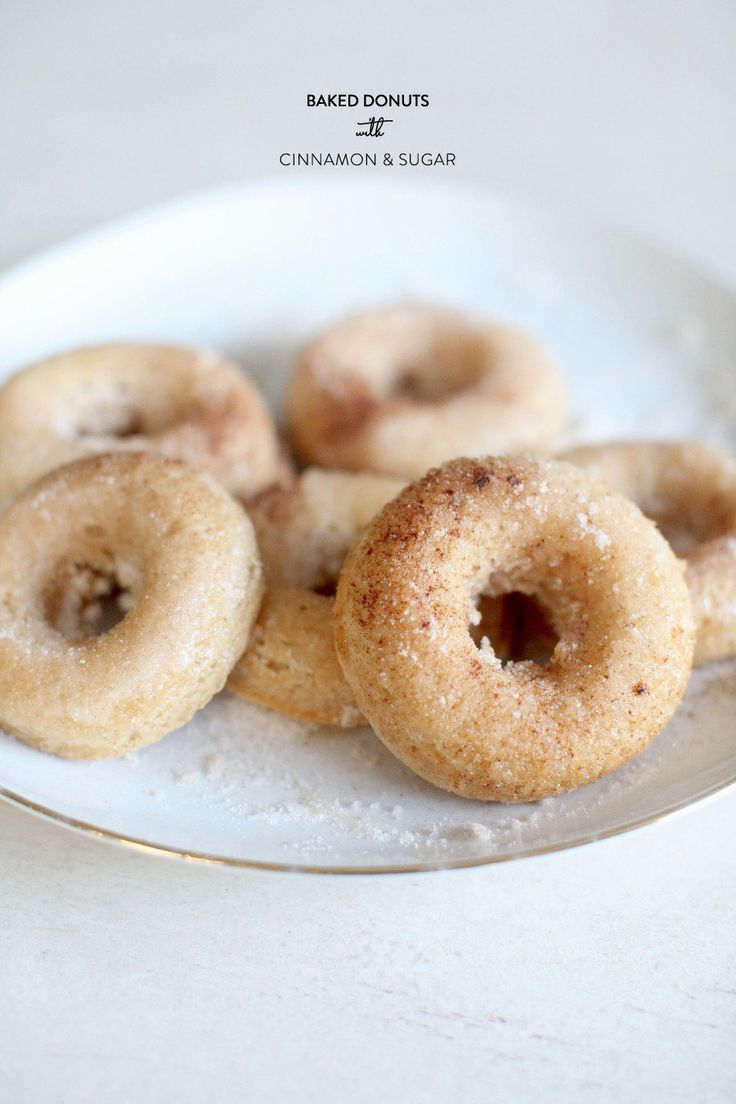 These Baked Donuts with Cinnamon + Sugar look like the perfect sweet treat for Dad / Photography by Style Me Pretty Living #fathers_day
