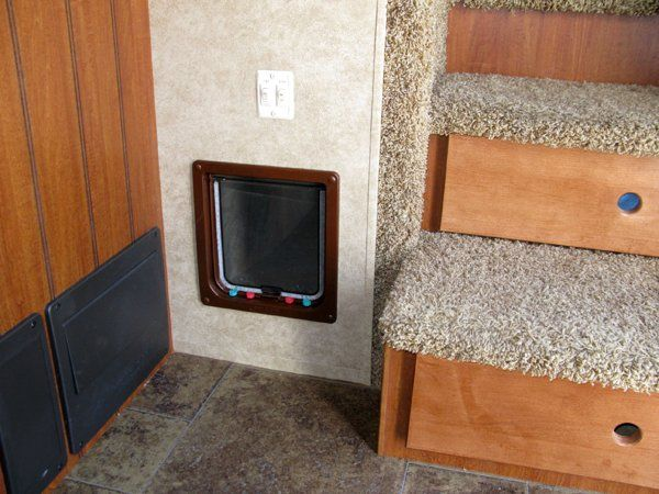 cats and rvs | This RV Travel with Cat Box mod was found on RV-Boondocking-the-good ...