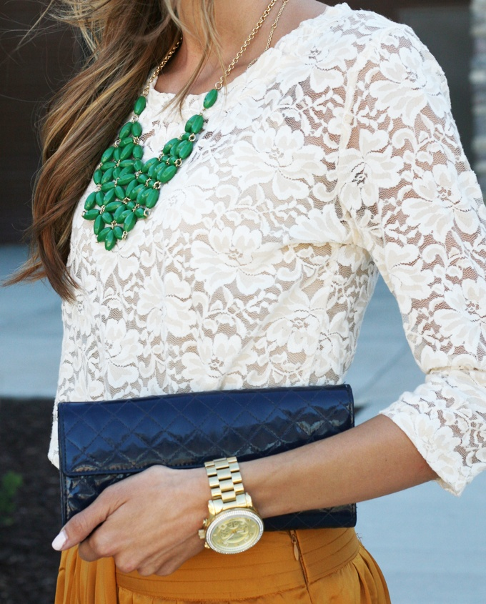 .Colors Pants, Colors Combos, Fashion, Lace Tops, Statement Necklaces, Outfit, Green Necklaces, Kelly Green, White Lace