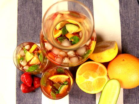 Pimm's bål med jordgubbar och mynta | Recept.nu