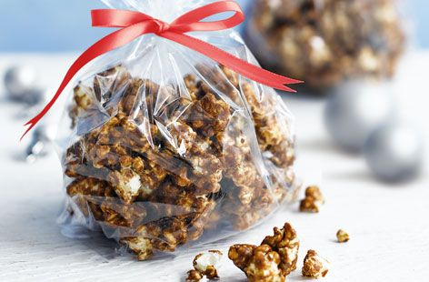 Gingerbread and popcorn combined in a delicious edible gift. Make the popcorn in advance and store in an airtight container. See more Christmas recipes at Tesco Real Food.
