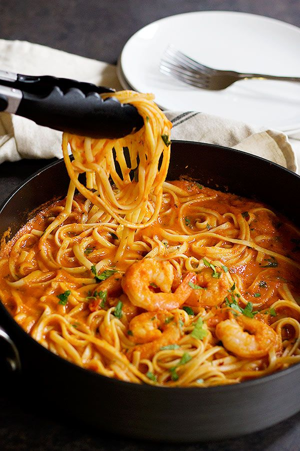 This Easy Spicy Shrimp Marinara Linguine will be on your table in less than 45 minutes and it tastes amazing!