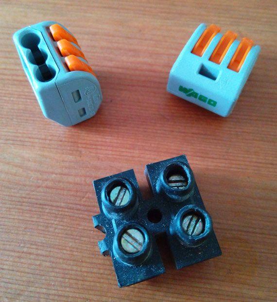 Wago Contre Dominos Le Match Des Connecteurs Electriques Connecteur Electrique Electrique Domino Electrique