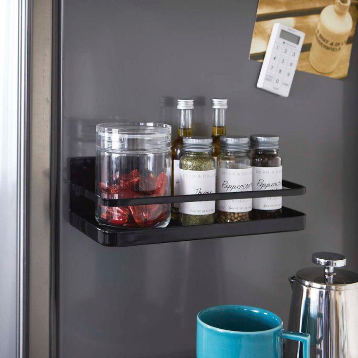 冷蔵庫の扉や側面にマグネットで簡単取り付け「マグネットスパイスラック タワー」のご紹介です。種類がたくさんあって、ついごちゃごちゃになってしまう調味料たちですが、これなら使いやすく便利に収納できます。シンプルなデザインで、見せる収納としても◎キャニスターも入るサイズなので収納力も魅力のひとつです。  ■SIZE:約W24.5×D11×H8.5cm  #home#tower#スタイリッシュ#キッチン#スパイスラック#調味料入れ#キャニスター#調味料#キッチン収納#暮らし#丁寧な暮らし#シンプルライフ#おうち#北欧雑貨#北欧インテリア#収納#シンプル#モダン#便利#おしゃれ #雑貨 #yamazaki #山崎実業