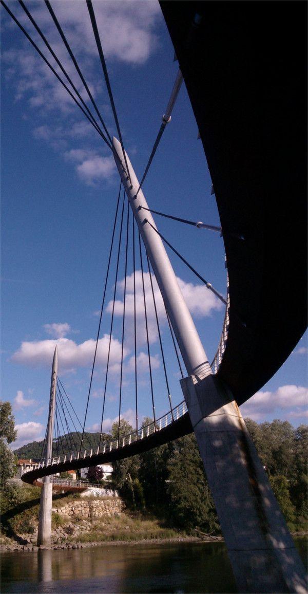 Pasarela peonil de Oira sobre o río Miño. Ourense. Galicia. Spain