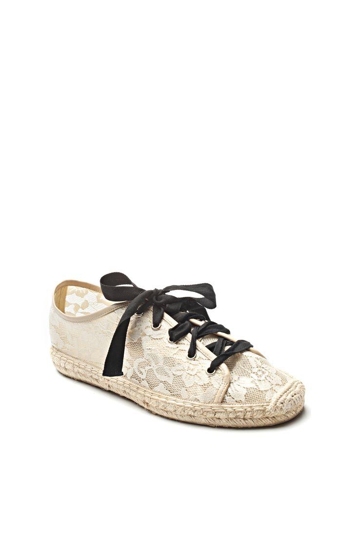 Chaussure de dentelle / Lace shoes https://www.tristanstyle.com/en/femmes/nouveautes/chaussures-de-dentelle/6/fa080c0110z/