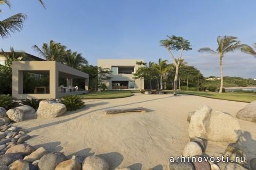 В деревушке Пунта-де-Мита, штат Наярит, Мексика, появился дом для необычной пары, которая хотела получить жильё свободное от стереотипичных для данного региона архитектурных решений, идеально подходящее для их образа жизни и мышления. За данный проект взялись архитекторы из компании Elías...