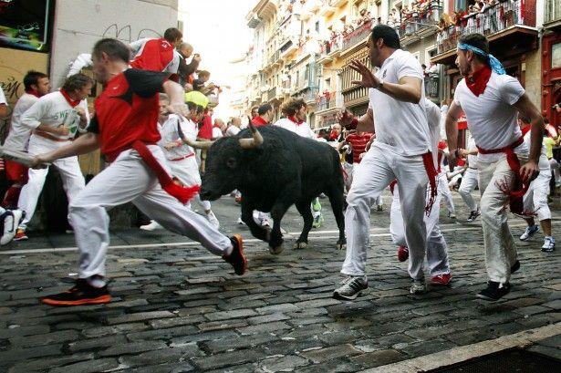 2 bull runners narrowly miss goring in Spain , Eu Travel Tips
