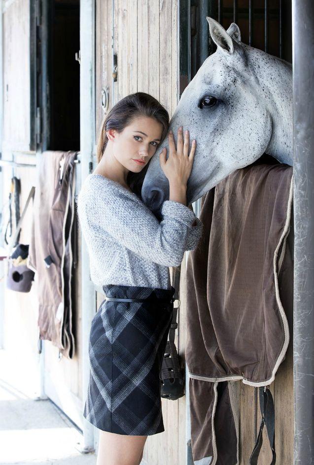 Lucie Lucas / Antonelle Clothes.