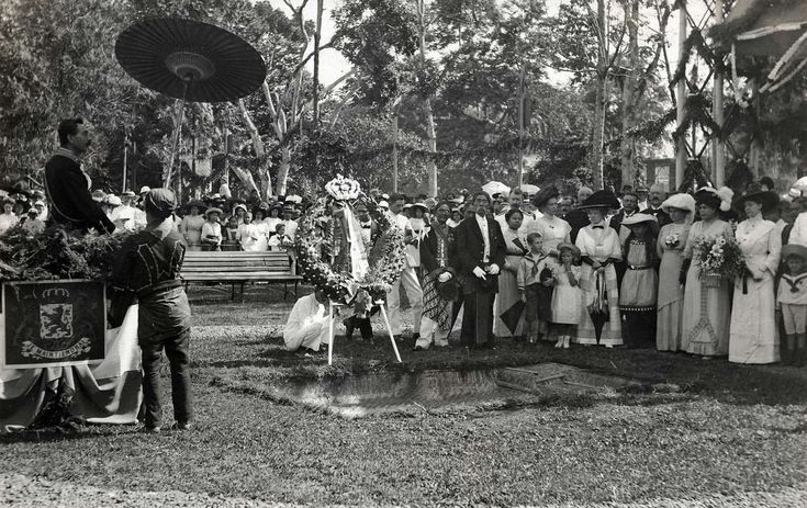 Koloniale geschiedenis. Eeuwfeest in Bandoeng (Nederland 100 jaar onafhankelijk). Feestrede t.g.v. de eerste steenlegging van de herdenkingsfontein in het Pieterspark.  Indonesië, Bandoeng,1913.