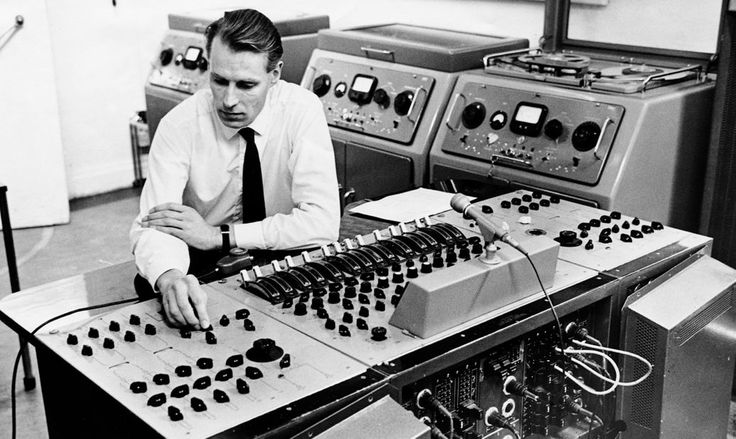 """Beatles Producer George Martin Dead at 90 """"Thank you for all your love and kindness,"""" Ringo Starr tweeted in tribute to producer"""