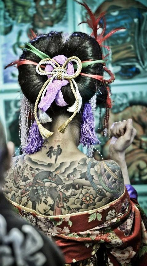 I was amazed by the hair, the way it braid, not in the oiran tattoo. #mehehe :p